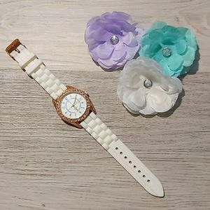 🆕️ Rose Gold Rhinestone Rubber Watch